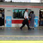 汚れた作業着のまま満員電車に乗るのはありでしょうか?